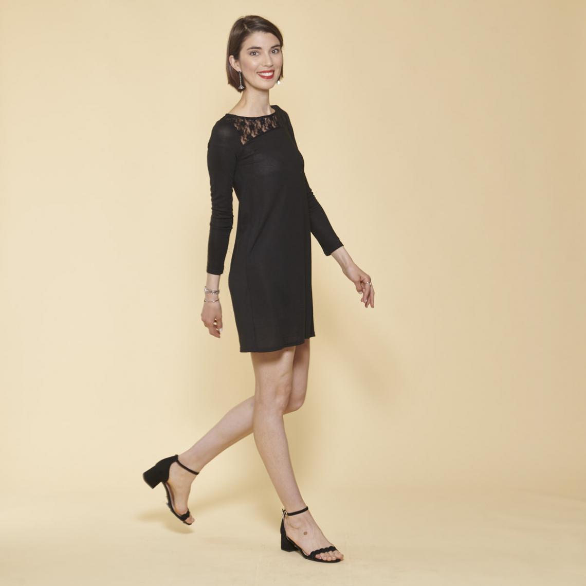 Promo : Robe courte évasée manches longues guipure et ouverture dos - Noir - 3 SUISSES - Modalova