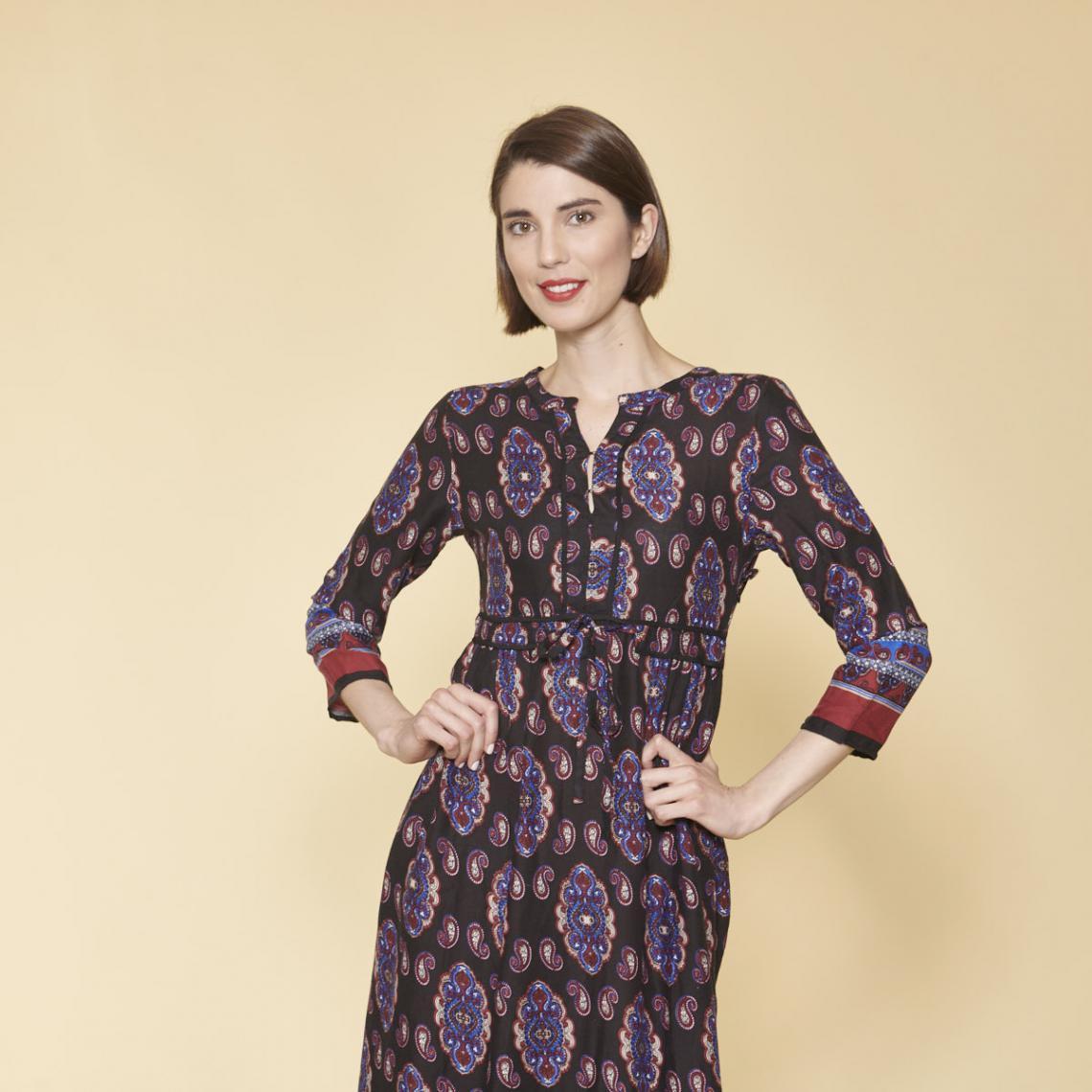 b903e22cde310 Robe longue 3 SUISSES Cliquez l image pour l agrandir. Robe longue imprimée  col caftan manches 3 4 femme - Imprimé Bleu ...