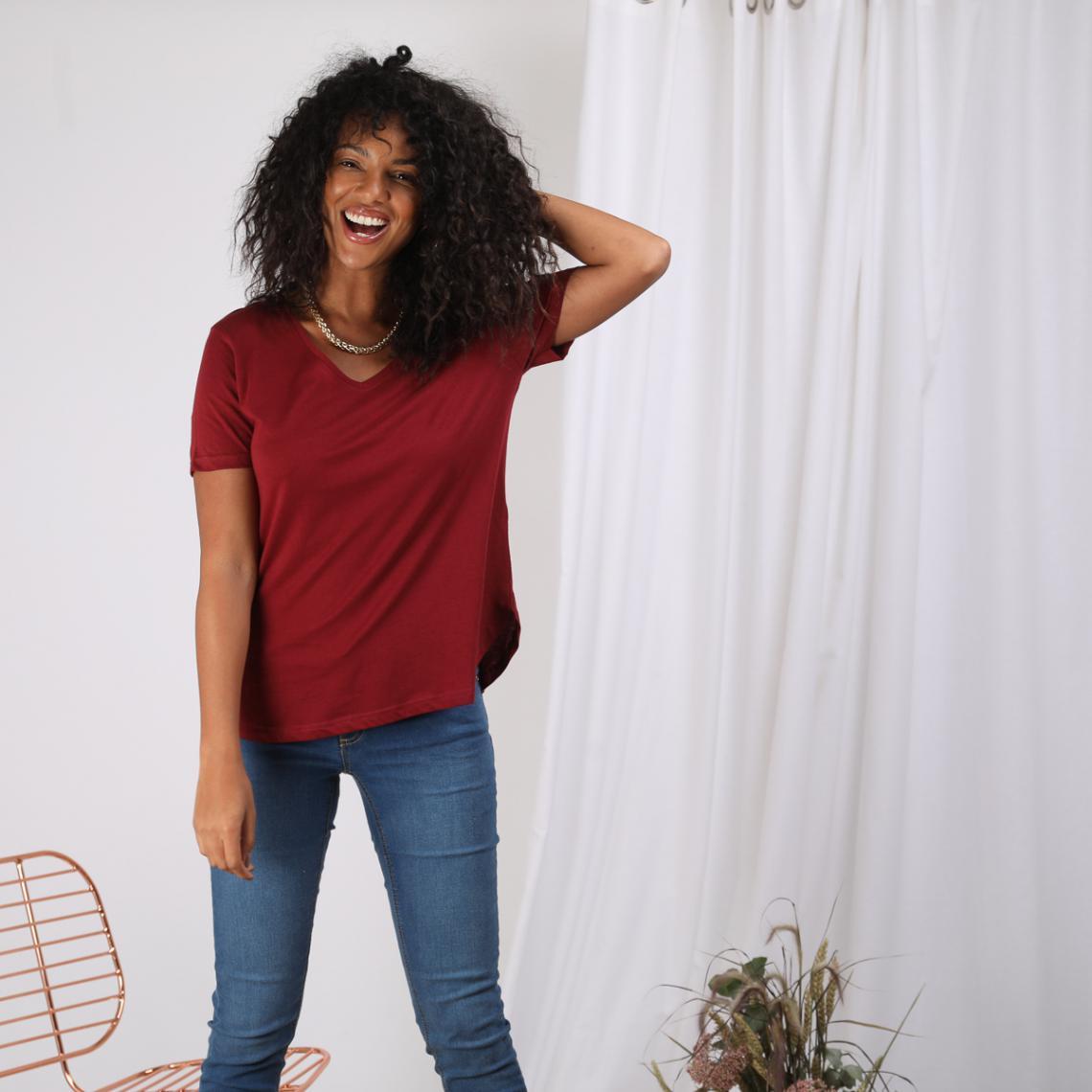 Promo : Tee-shirt col V manches courtes bas arrondi - Rouge Grenat - 3S. x Le Vestiaire - Modalova