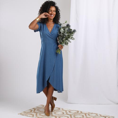 3S. x Basics - Robe cache cœur en denim light bleu Valentina - Robe