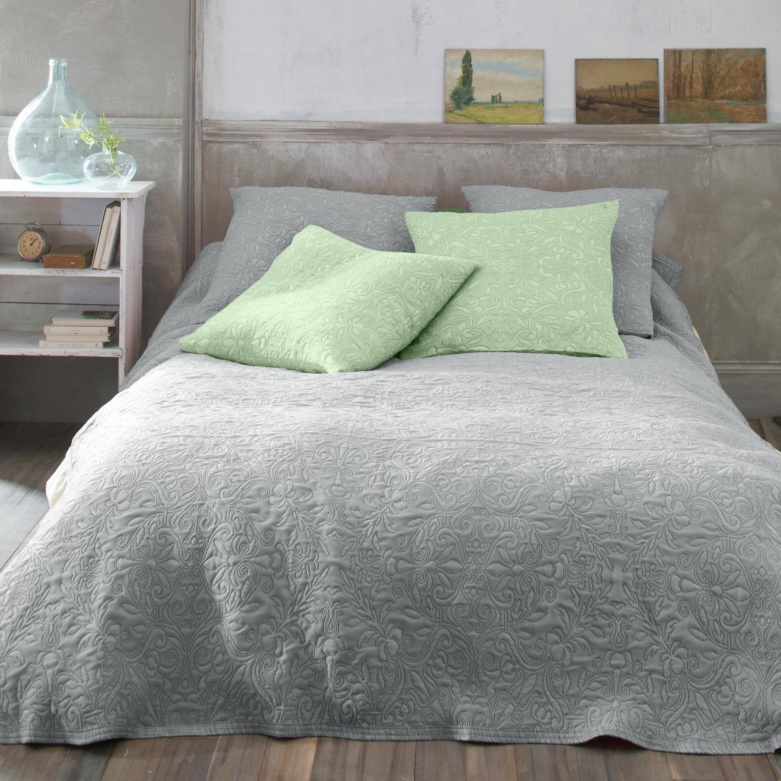 jet de lit motif fleurs effet boutis 3 suisses. Black Bedroom Furniture Sets. Home Design Ideas