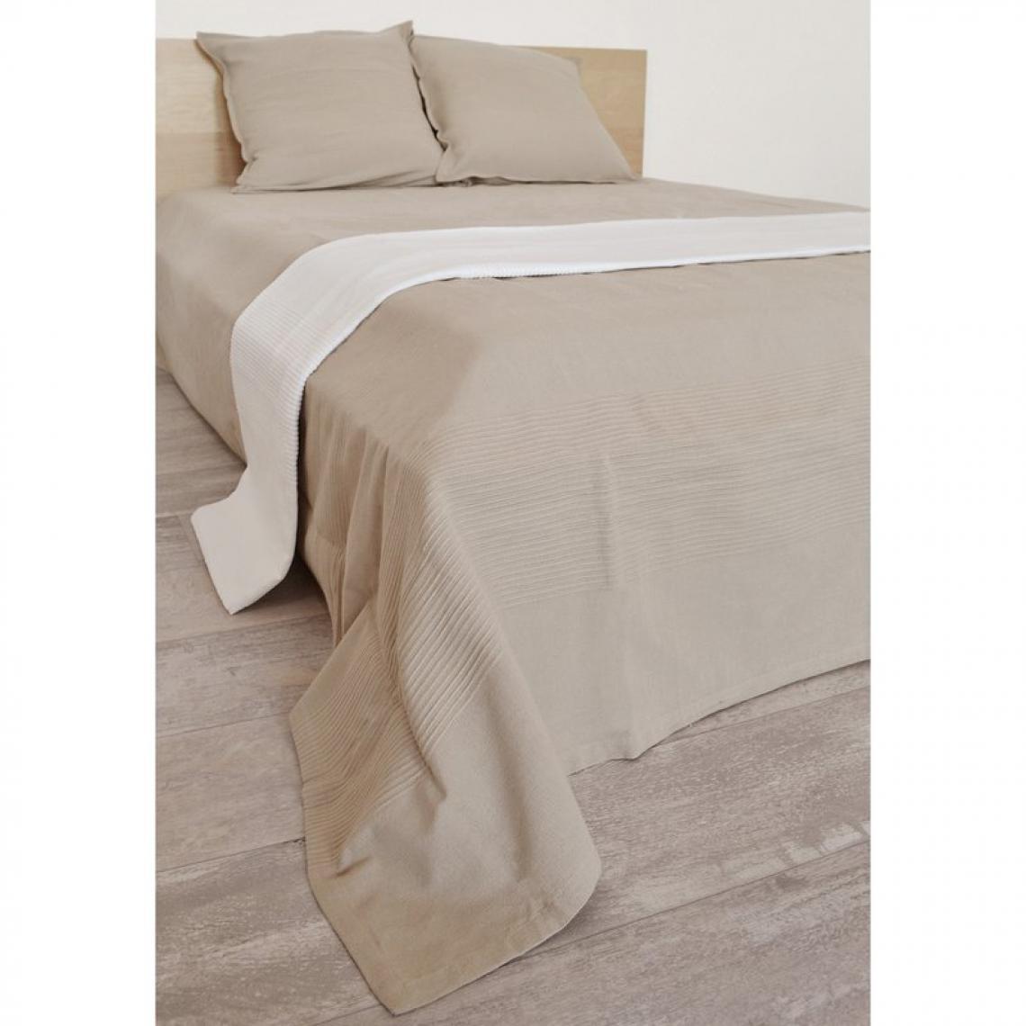parure couvre lit 1 ou 2 personnes 300 gr m2 ottoman 3suisses. Black Bedroom Furniture Sets. Home Design Ideas
