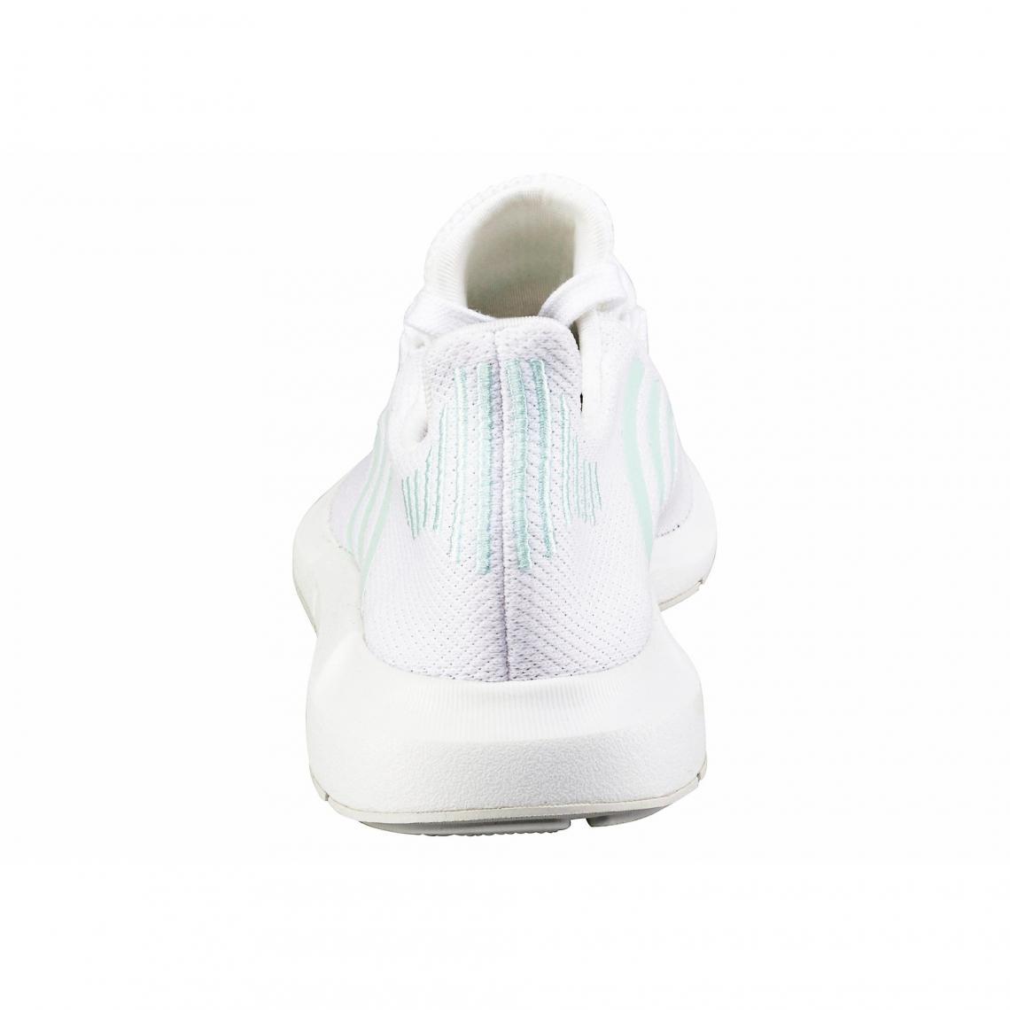 ece242e498 Sneakers Adidas Originals Cliquez l'image pour l'agrandir. adidas Originals  Swift Run chaussures running femme - Blanc ...