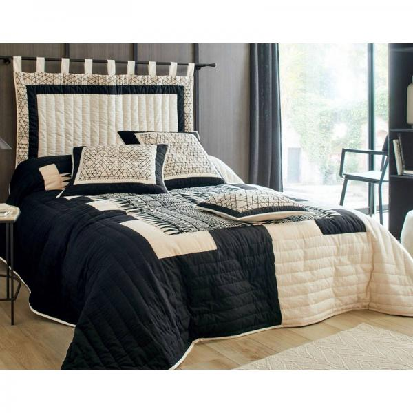 t te de lit motif ethnique noir et blanc becquet cr ation. Black Bedroom Furniture Sets. Home Design Ideas