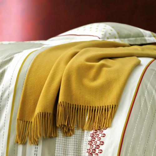 plaid uni cuba en pure laine vierge m rinos blanc des vosges jaune moutarde 3suisses. Black Bedroom Furniture Sets. Home Design Ideas