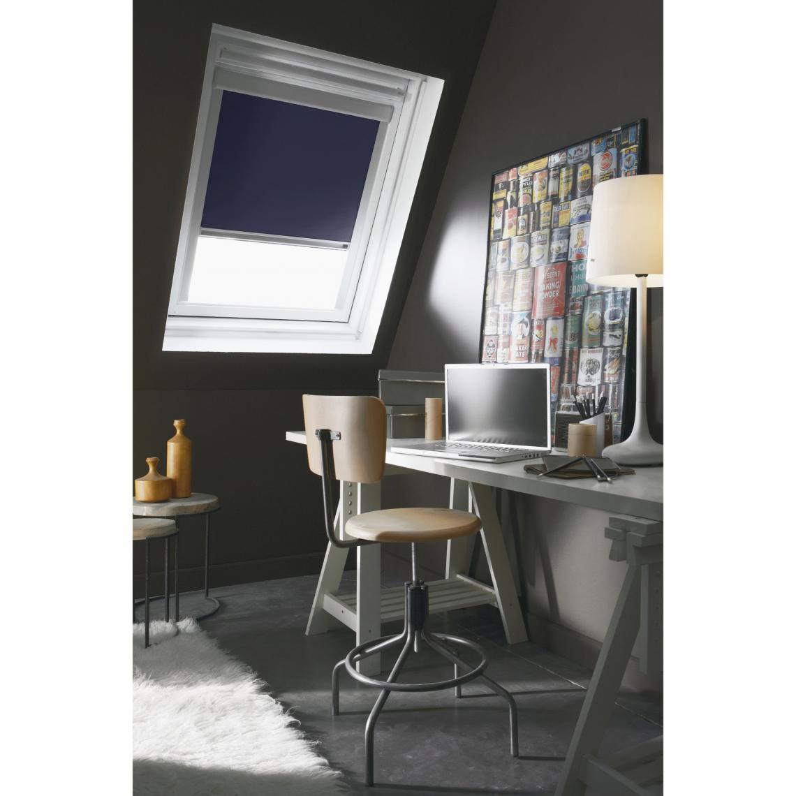 Store Enrouleur Occultant Spécial Fenêtre De Toit Madéco Bleu 8 Avis