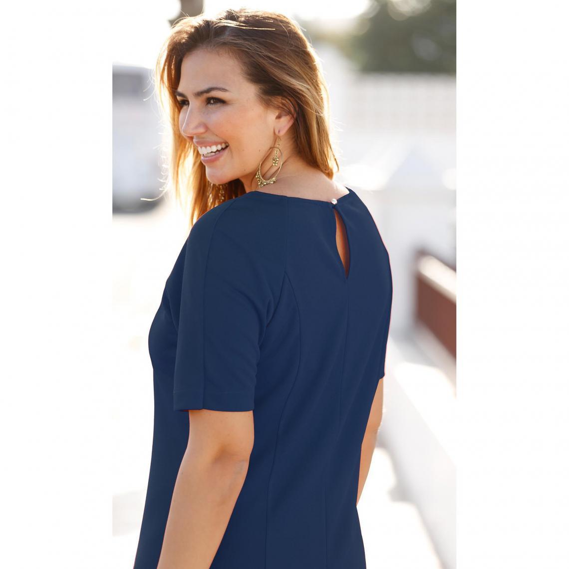 f56948f882 Robe courte 3 SUISSES Cliquez l'image pour l'agrandir. Robe unie cintrée  évasée manches aux coudes femme ...