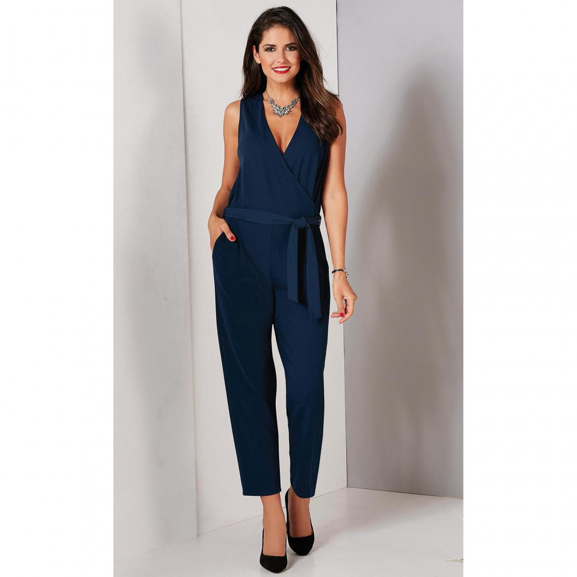 combinaison simple bleu nuit chic