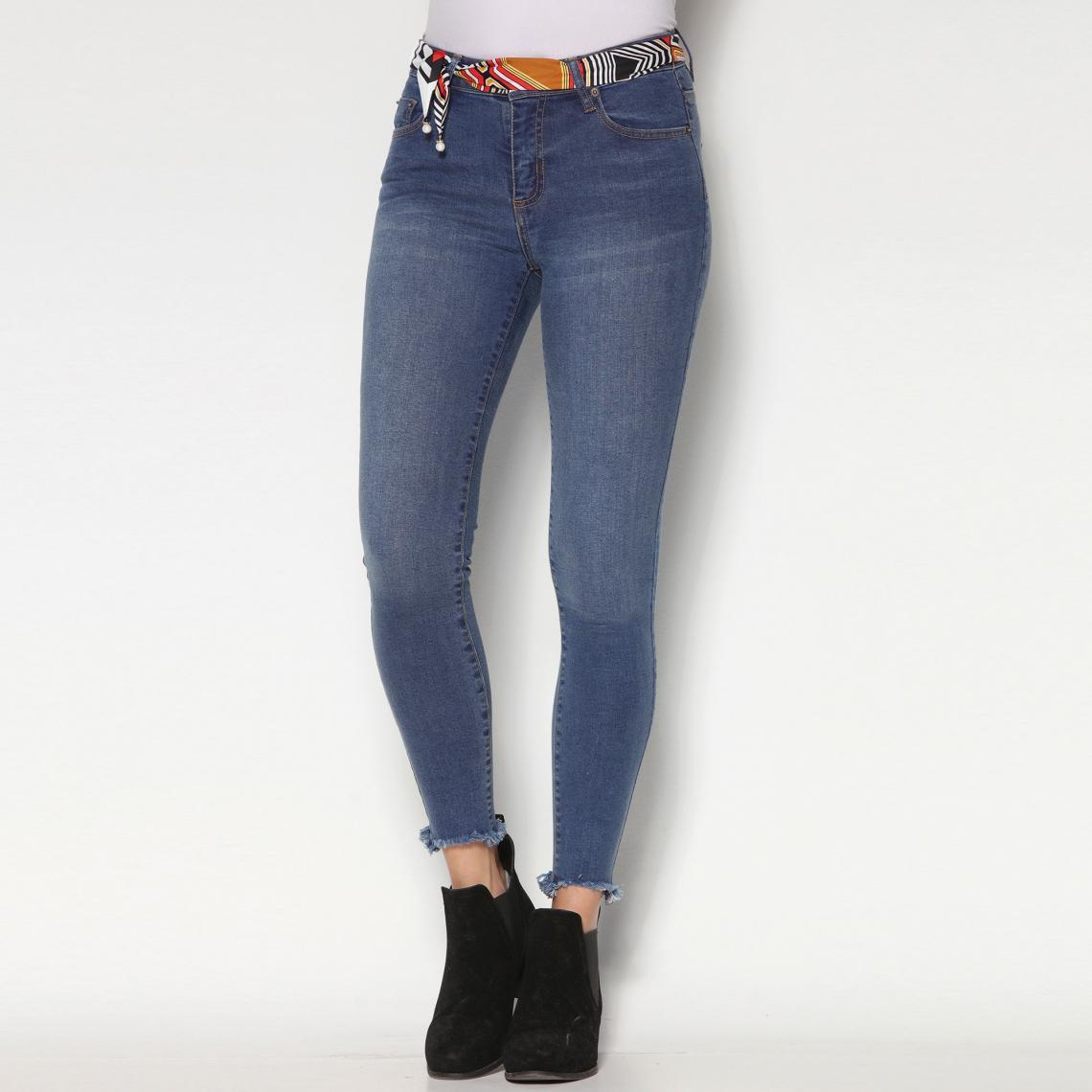 1087b5b4a79f Jeans skinny femme 3 Suisses Cliquez l image pour l agrandir. Jean skinny  sur chevilles bas effilochés et ceinture femme exclusivité 3Suisses - Bleu  ...