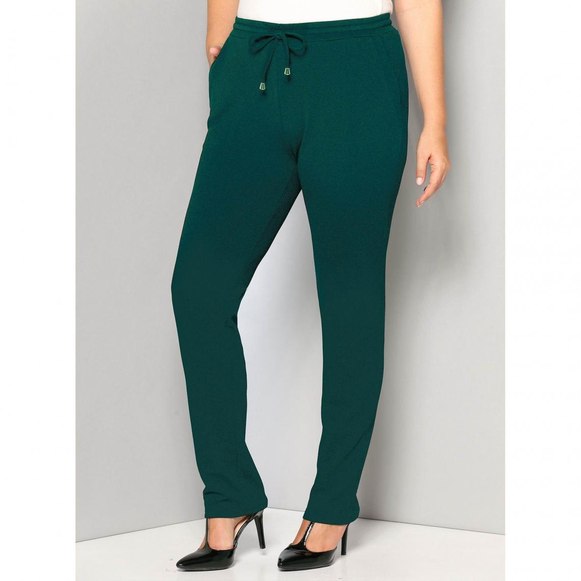 90d03df6c53 Pantalons larges femme 3 SUISSES Cliquez l image pour l agrandir. Pantalon  taille élastique et cordon poches grandes tailles ...