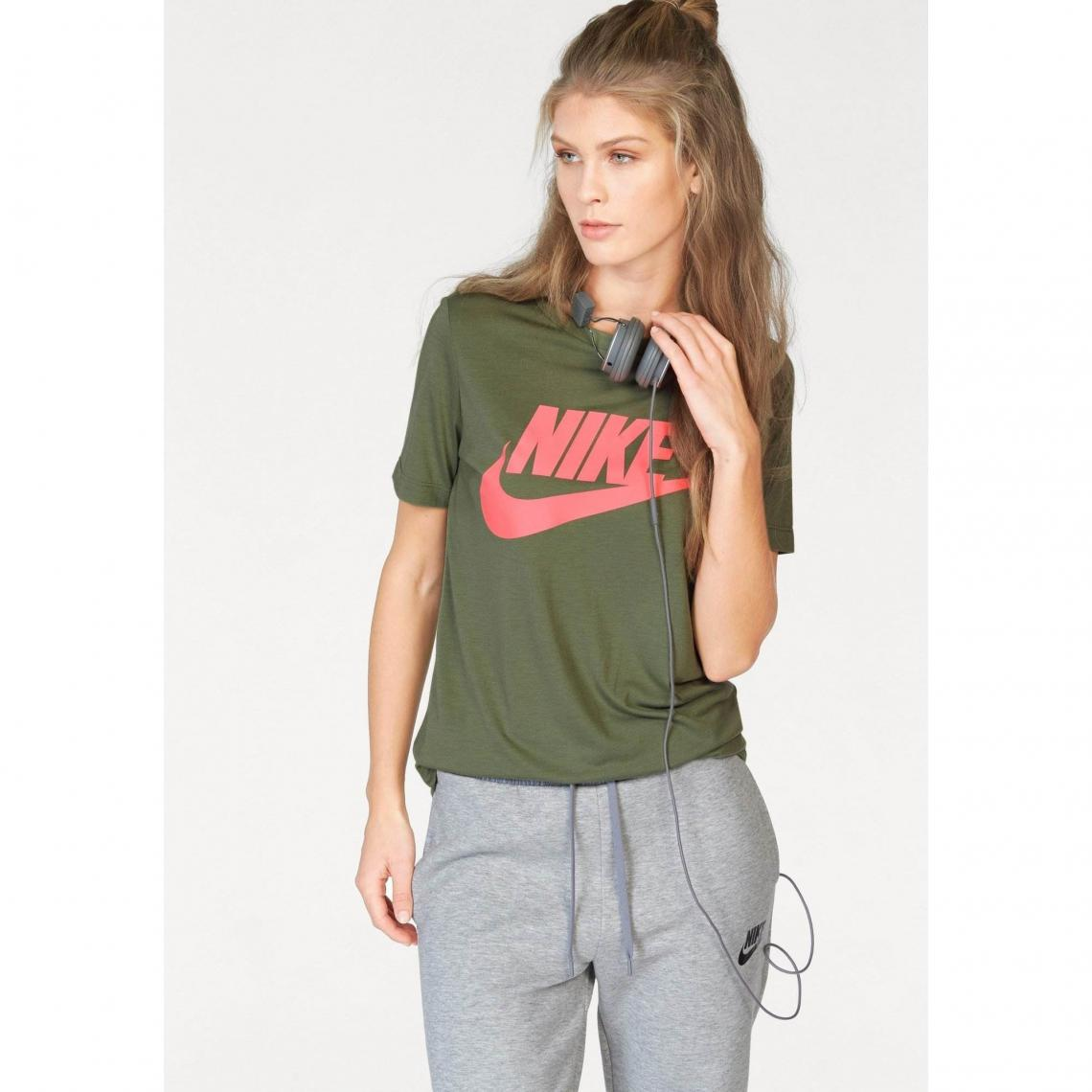 separation shoes 35c28 a8cfd T-shirt col rond manches courtes femme Essential Nike Sportswear - Kaki Nike  Femme