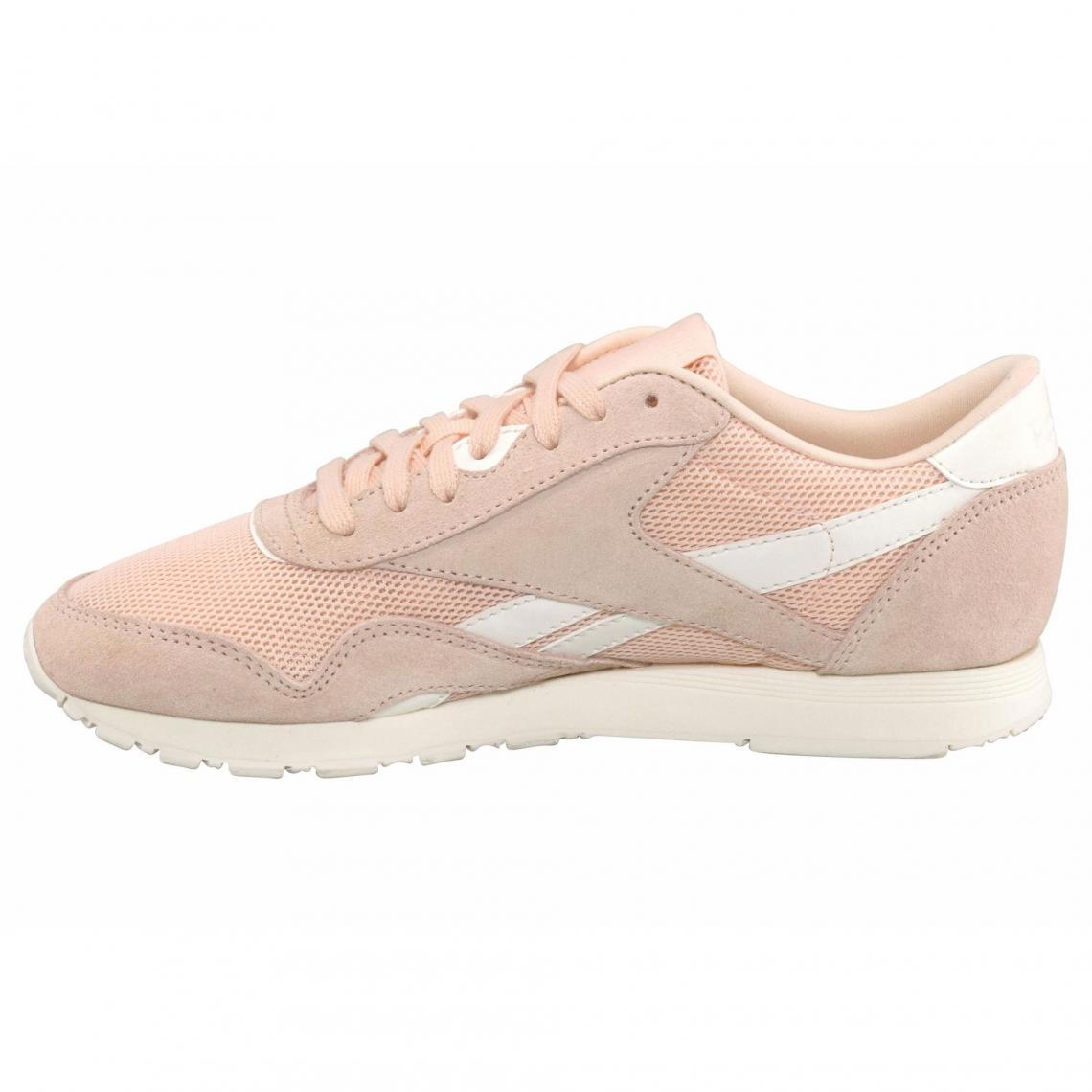 d52a63852c451 Sneakers Reebok Cliquez l image pour l agrandir. Baskets basses femme  Reebok Classic Nylon Mesh - Abricot Reebok