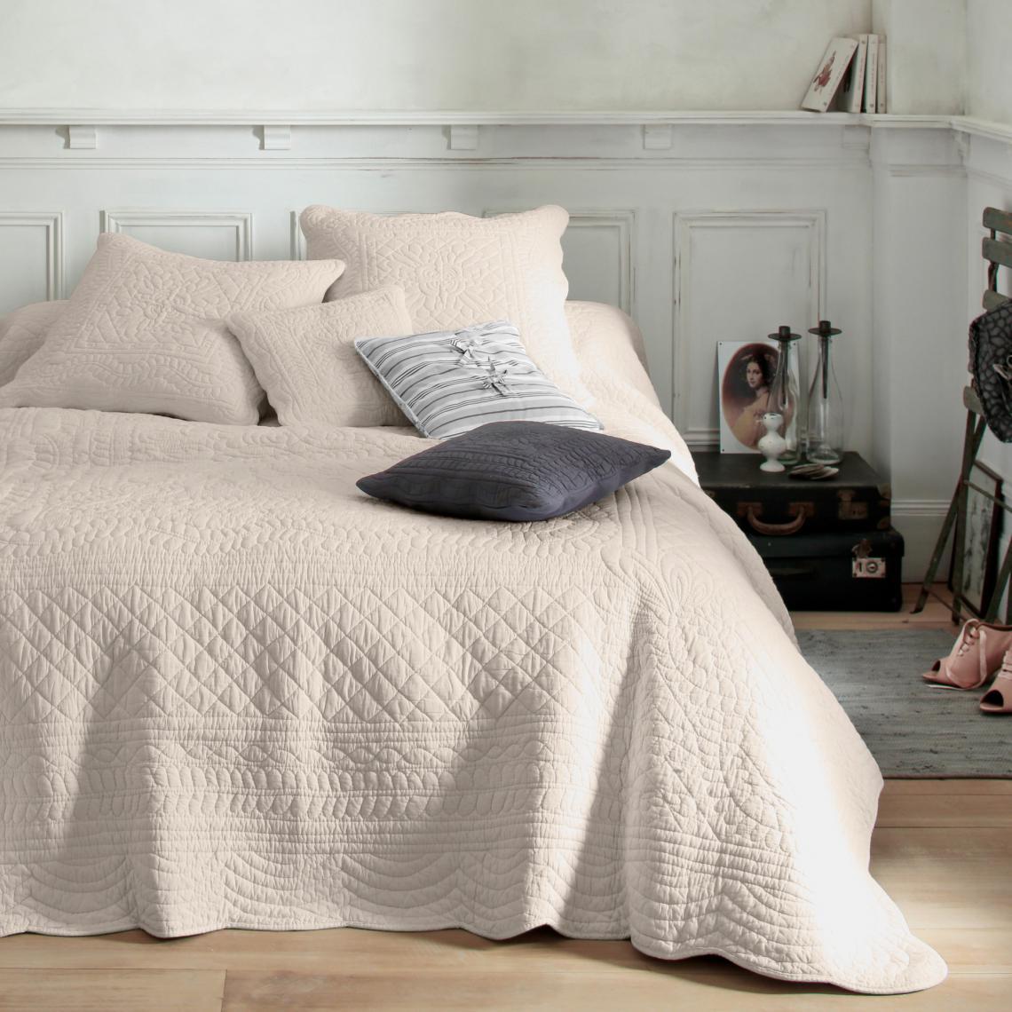 Plaid, jeté de lit ou couvre lit boutis coton matelassé tertio