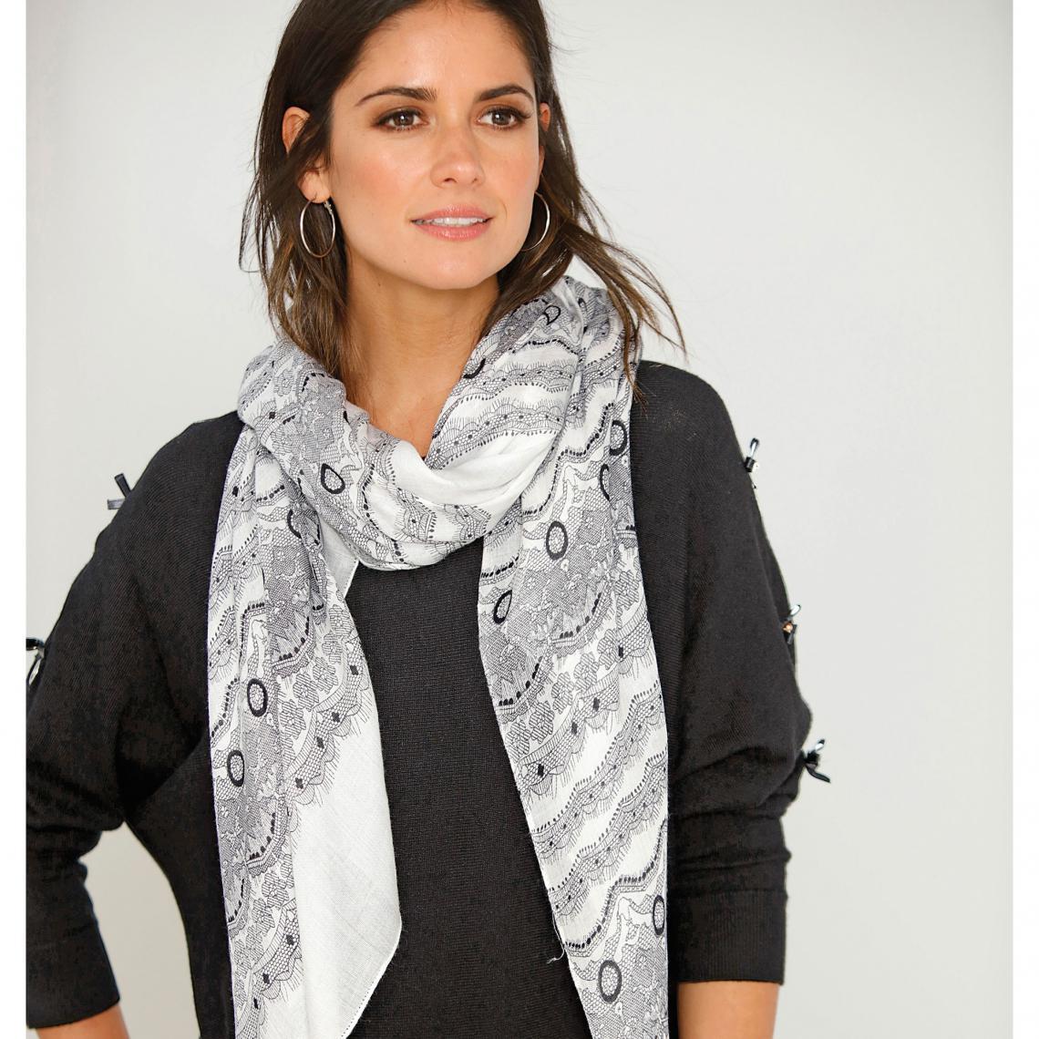 Foulard rectangulaire imprimé aspect dentelle femme - Blanc - Noir Venca  Femme 92d5ea31682