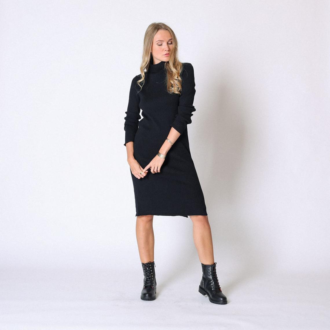 Robe longue en maille col roulé - Cherry Paris - Modalova