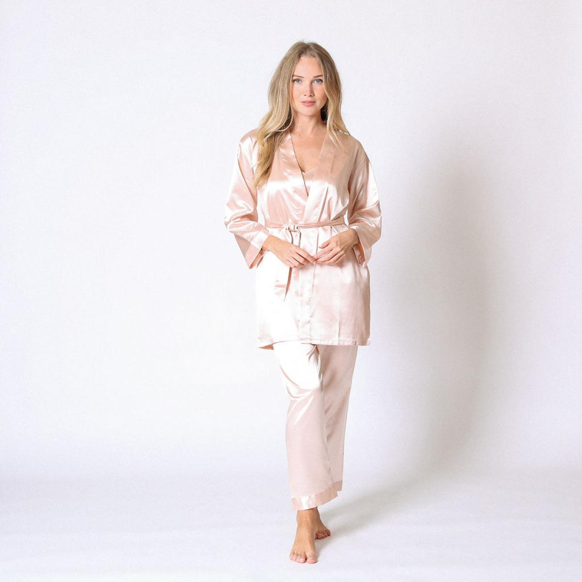 Promo : Ensemble pyjama satin et déshabillié Ivoire - Midnight Lingerie - Modalova