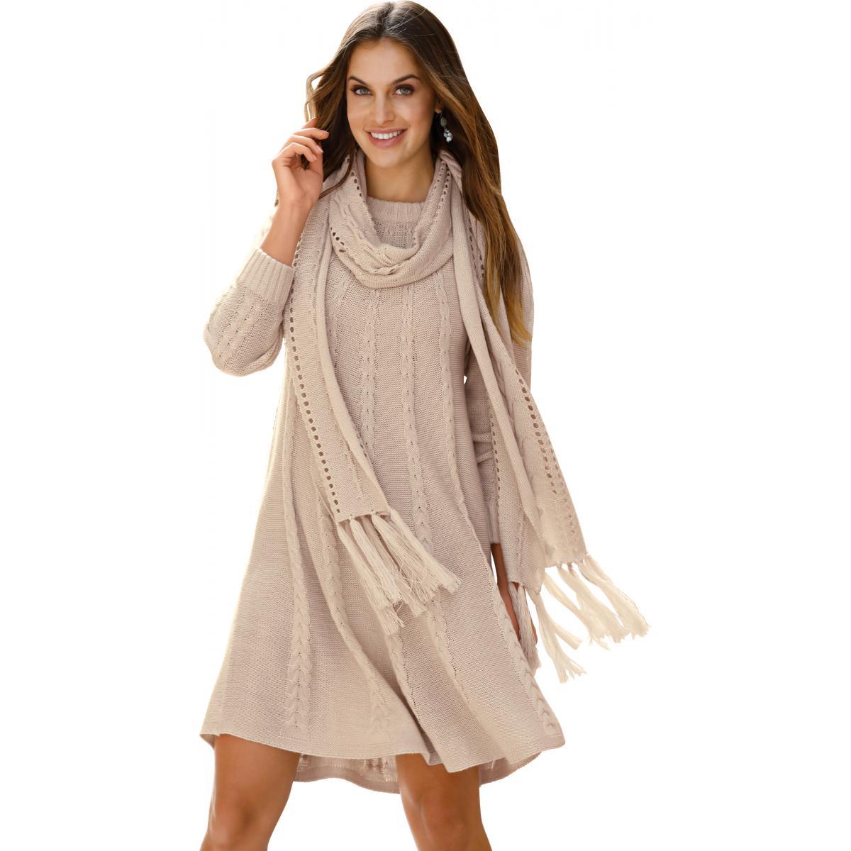 Robe en tricot tressée avec foulard